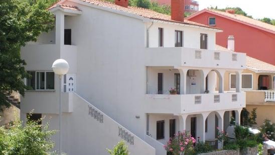 Apartman Marinka u mirnoj ulici – Vrbnik – Otok Krk – Hrvatska