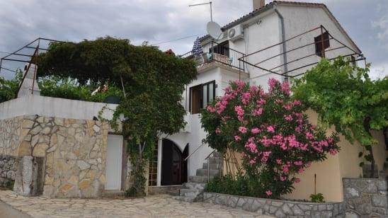 Apartman Olga s pogledom na more- Kornić – Otok Krk – Hrvatska