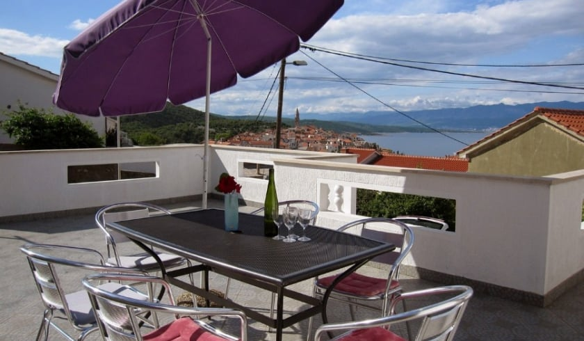 Apartment Zlata with sea view – Vrbnik – Island Krk–Croatia