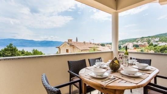 Apartman Eli 3 s pogledom na more – Vrbnik – Otok Krk – Hrvatska