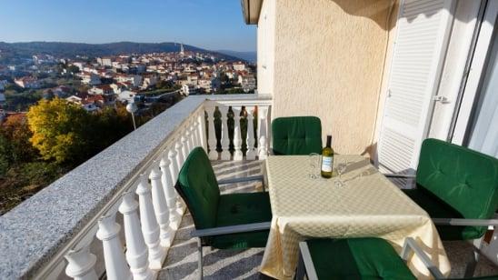Apartman Meri u mirnoj ulici – Vrbnik – Otok Krk – Hrvatska